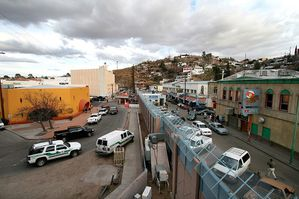 Wikipedia-Mexican-American_border_at_Nogales.jpg