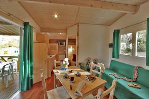 interieur-chalet-camping-col-d-ibardin-2.jpg