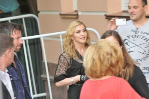 20120806-pictures-madonna-moscow-hard-candy-fitnes-copie-1.jpg