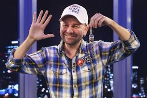Negreanu_High_Five.jpg