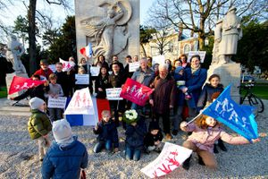 Photo-Groupe-Monument-DOUAI-par-Johan-Ben-Azzouz-02042013.jpeg
