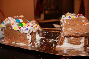 Gingerbread-house-cassee.jpg