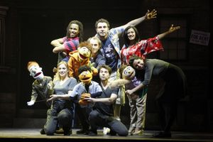 la-troupe-avenue-q-paris-bobino.jpg
