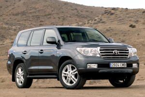 toyota land cruiser v8 1