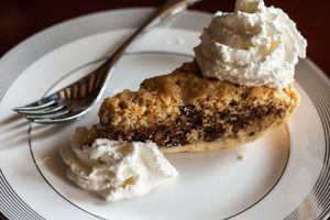chocolate-walnut-pie-ready-to-eat.jpg