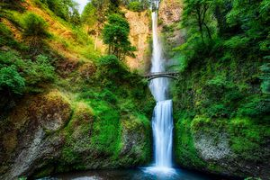 OREGON Multnomah-Falls-in-Oregon-by-Michael-Matti