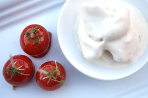 roquefort-honey ice cream mit karamellisierten kirschtomaten