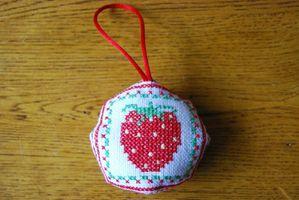 Biscornu fraise par Babette3