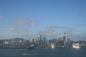Buxlink--Pacific-Pearl-and-Diamond-Princess-at-Auckland.jpg