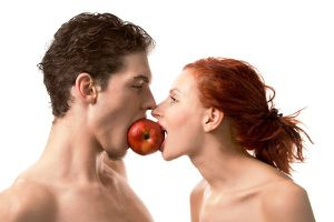 Couple-eating-apple from impactlab . net