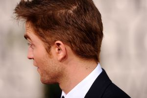 Robert Pattinson - Golden Globes Red Carpet 6