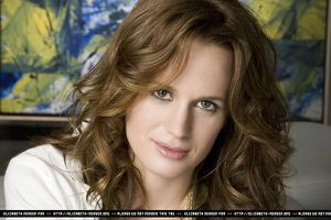 Elizabeth Reaser - Portrayal photoshoot 3