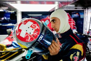 Toro-Rosso---casque-Sebastien-Buemi.jpg