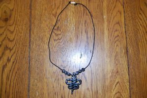 Collier serpent gris noir 11