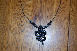 Collier serpent noir 12