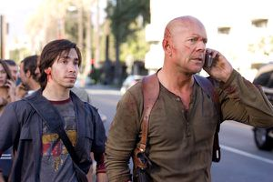 live_free_or_die_hard_movie_image_bruce_willis_and_justin_l.jpg