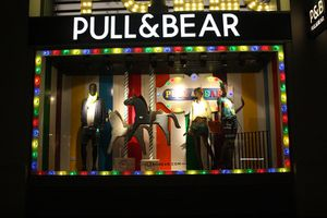 Pull-and-Bear-windows-Oxford-Street-London-02.jpg