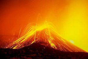 Etna-ejections-de-bulles-de-magma.jpg