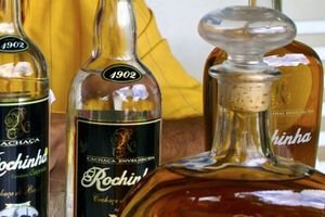 627401-bouteilles-cachaca-artisanales.jpg