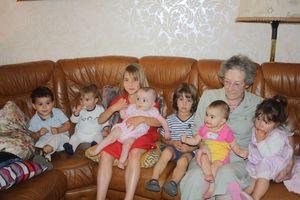 Grand Mamie et ses 7 arrières petits enfants