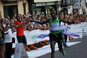 Mutai-vincitore-dell86esimo-giro-di-Castelbuono.JPG