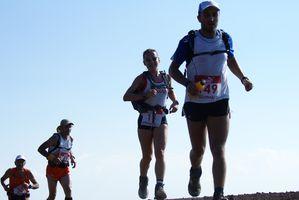 Etnatrail 2013 (2^ ed.). Giorno di festa e di sport sul Vulcano nel nome dello spirito trail. Giuseppe Cuttaia e Lara La Pera fanno il bis