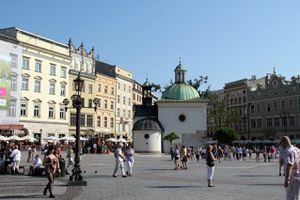 Photo du centre ville de Cracovie et rynek et monument central
