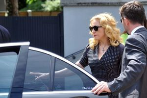 20130723-news-madonna-david-collins-funeral-monkst-copie-4.jpg