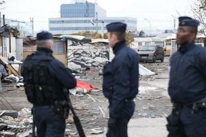 evacuation-camp-rom-saint-ouen-Liberation-27-11-2013.jpg