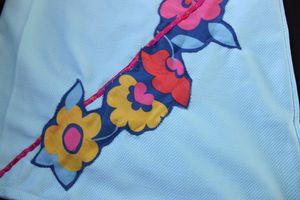 Robe bleue fleurie détail