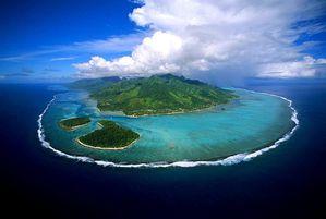 Moorea_Island-vue-d-avion-daniel-julie-wikimedia.jpg