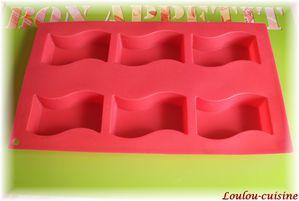 petits-cakes-aux-fruits-rouges-moule.jpg