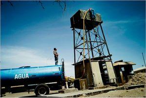 Suministro-de-agua-en-Quillagua.jpg