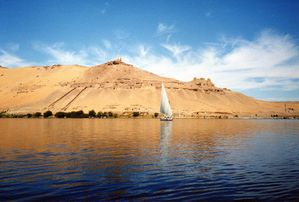 800px-River-Nile-near-Aswan.jpg