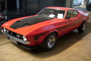 800px-Ford Mustang Mach I