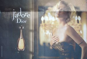 Corset dentelle Charlise Theron, Dior J'adore