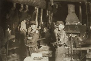 lavoro-Lewis-Hine-Midnight_at_the_glassworks.jpg
