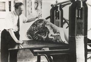 Edmond RIGAL imprimant une gravure de Decaris