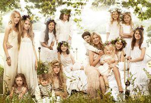 Kate-Moss-et-ses-demoiselles-dhonneur.jpg