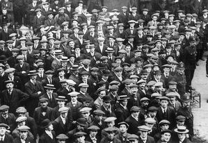 800px-British recruits August 1914 Q53234