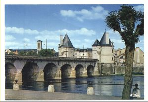 Chatellerault-86--pont-Henri-4.JPG