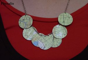 collier carte couleur