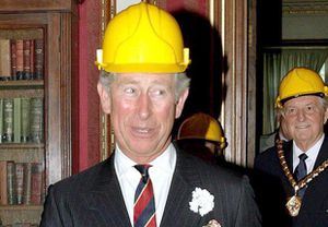 prince_charles_et_son_casque_de_chantier_reference.jpg