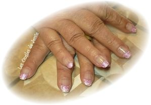 blog.French-blanche.NailArt-tourbillons-rose1.jpg