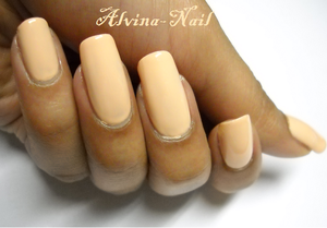 claire-s---chaire-4-Alvina-Nail.png