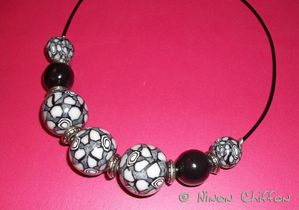 Inspiration collier boules N&B