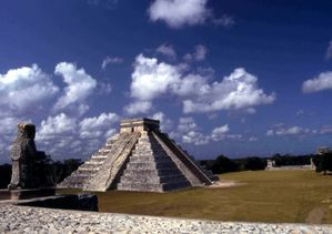 Pyramide-merida-mexique