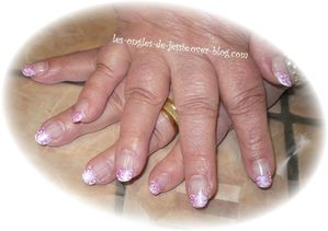 blog.French-blanche.NailArt-tourbillons-rose2.jpg