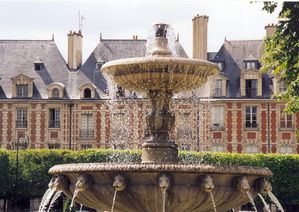 Fontaine-de-la-Place-des-Vosges-photo-jpg
