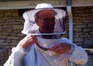 IMGP3428--Parc-Georges-Brassens-apiculteur-roc.JPG